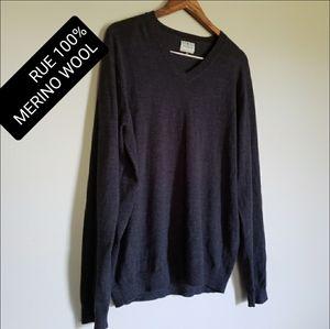 100% Merino wool v neck men's sweater size cl